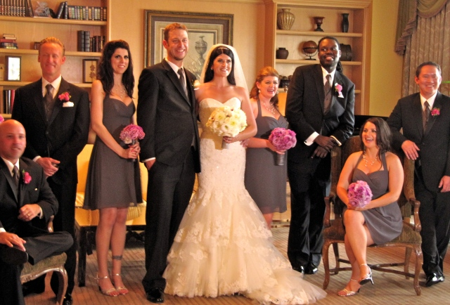 Lindsay and Anna with their best man, brides maids, and groomsmen.
