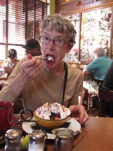 We had tea and scrumptious goodies at Linn's in Cambria. Edna's loving every bite.